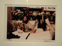 John Lennon and Yoko Ono demonstrating for peace at the Queen Elizabeth Hotel